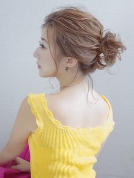 RIKA ルーズお団子アレンジ 後れ毛までかわいいゆるふわアレンジ
