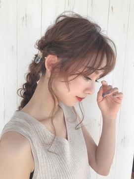《Agu hair》編みおろしカジュアルアレンジヘア 側面写真