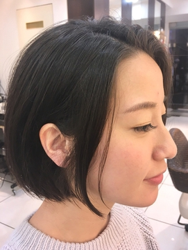 【luxe+】黒髪 × センターパート × ミニマムボブ