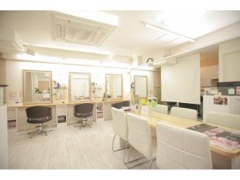 ヘアアンドメイク アール 歌舞伎町店(Hair & Make R)