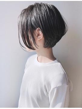 【morio 原宿】黒髪ショートボブ 前髪なし 耳かけ