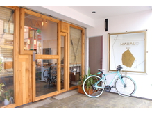 大きい木の扉が目印です☆【Aujua】正規取扱店です♪