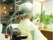 紫外線乾燥で傷んだ頭皮と髪に潤いを与えフケ痒みを緩和致します