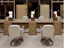 アンティーク家具で統一感のある店内。個室もあります(要予約)