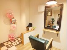 「家族で通える。暖かくて小さな美容室。」《otohair》ができました。施術台の隣にキッズスペースあり♪