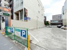 店舗下・隣に駐車場完備。