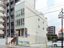 日比野駅より約1分☆4階建てビルの2階にサロンがあります。