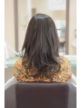 オリーブブラウンの大人髪ヘアースタイル