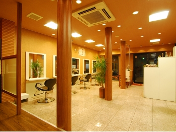 ハッチ ヘアーファクトリー 東松山店(hacchi Hair Factory)