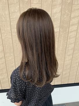 髪がやわらかく見えるサマーベージュ
