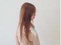 髪を傷めるアルカリを使用せず、人の肌や髪と同じ弱酸性の薬剤で矯正する『スピエラ(ハイブリット酸性)縮毛矯正』★通常よりもダメージが極端に少なく、モチも◎なめらかな手触りの自然なストレートヘアを叶えます♪