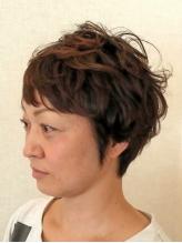 髪だけでなく、肌や頭皮にもやさしいカラーの薬剤を使用。ダメージを抑えながらもトレンドのカラーへ…♪