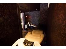 アロマの香り漂う半個室のシャンプースペース。