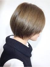 【頭の形がきれいになるカット】メルトカラーの小顔ショートヘア 面接.58
