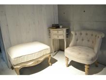 店内はアンティーク調の家具に囲まれています★