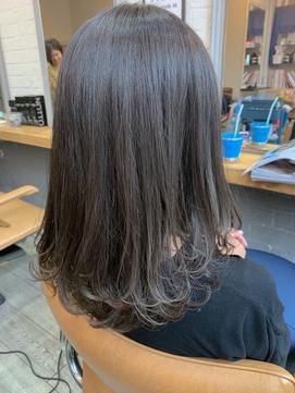 イルミナカラーで叶う透明感ある暗髪セミロング