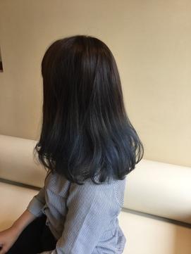 2020年春 ブルーグレーグラデーションカラーのヘアスタイル Biglobe