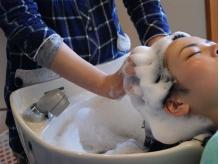 【新登場!極上リラスパ】頭皮ケアでツヤ髪に♪選べるアロマの香りと至福のマッサージで眠りの世界へ…。