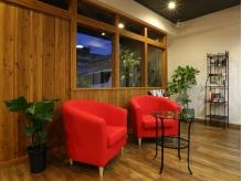 まるでカフェのような雰囲気の待ち合いスペース☆