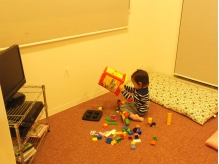子供がのびのび遊べるキッズスペースあります。