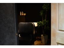 個室、個室シャンプー台、喫煙ブース、禁煙ブース完備♪