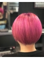 派手髪 ショートピンク