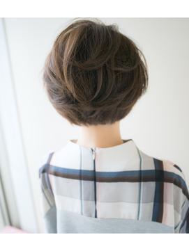 毛流れの美しいアッシュグレージュショート