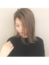〈Sungoose〉外国人風ホワイトベージュカラーリラックスボブ .51