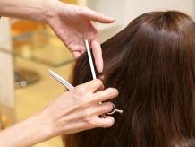 美容師歴20年以上の女性スタッフが活躍!!温かい雰囲気で、幅広い層から支持のある地域密着型サロン。