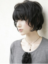【Cut¥2560】一人ひとりの骨格・頭の丸みに合わせてカットするので、髪のデザインだけで小顔効果バツグン♪