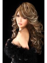 「光の中で存在感を出す無敵のプリマドンナスタイル」 盛り髪.51