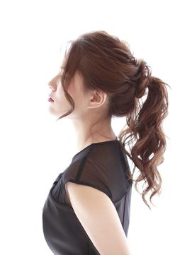 ロングヘアのルーズポニーテールヘアアレンジ・ヘアセット4