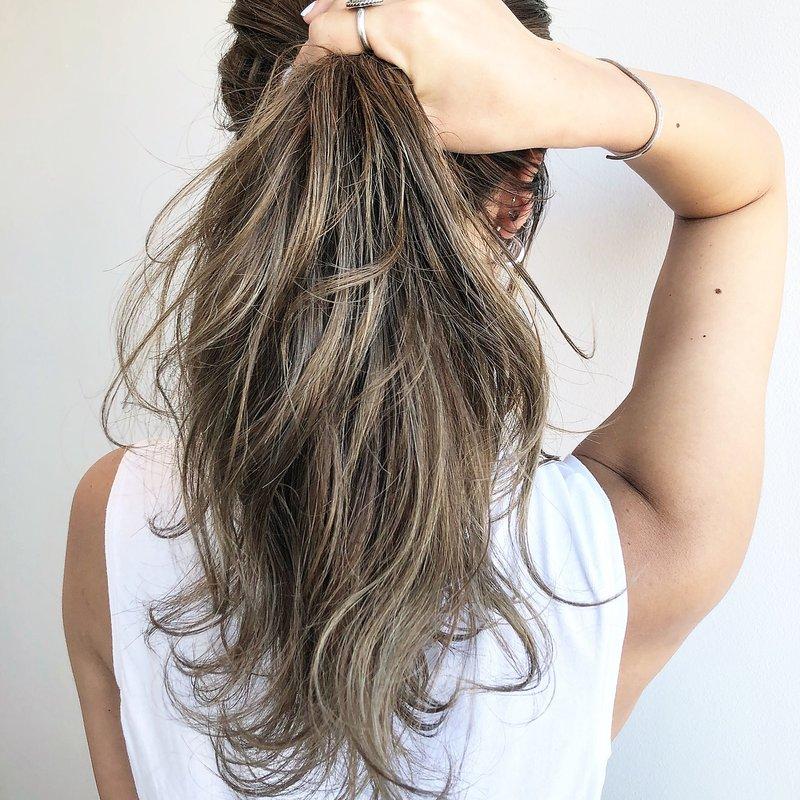 """水も""""したたる""""いい女♡プール&海でも隙を見せないロングヘアのための髪型特集"""