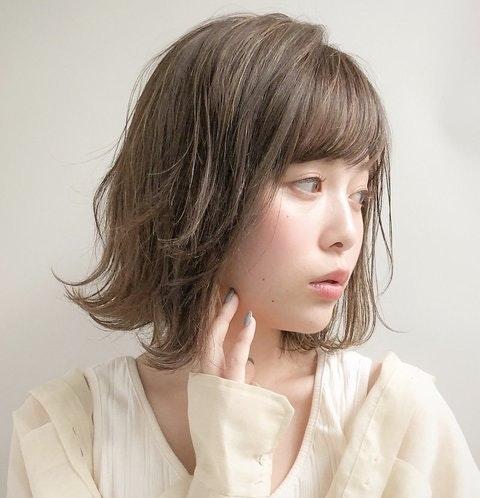 ワンレンってどんな髪型?大人っぽが叶う顔型、レングス、カラー別スタイル特集のサムネイル画像