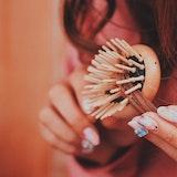 【プロ直伝】おすすめヘアブラシ8選&サラサラ髪に近づくブラッシング方法