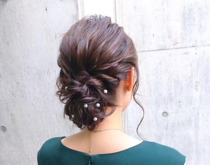 結婚式のお呼ばれ髪型カタログ|スタイリストが簡単セルフヘアアレンジを伝授します!のサムネイル画像