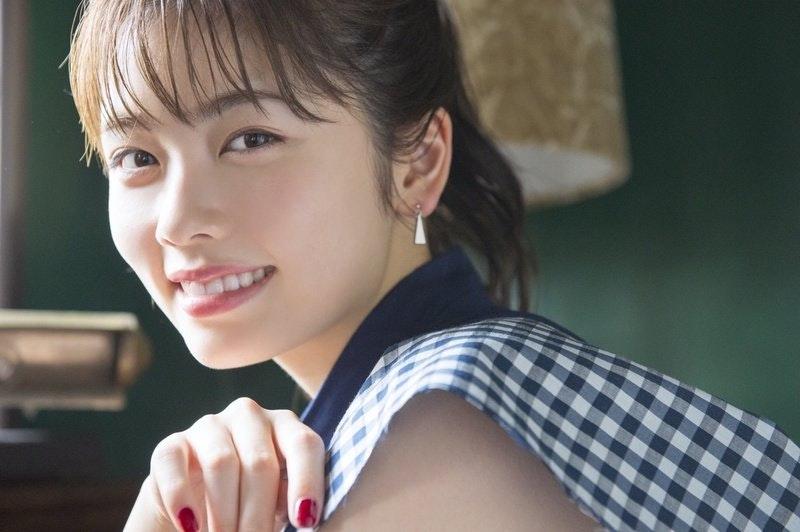 女優・小芝風花インタビュー「年齢を重ねるごとにメイクもファッションもナチュラル志向になりました」のサムネイル画像