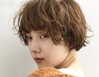 【2021】ヘルシーな女っぽなら断然「ショート × パーマ」!トレンドスタイルからアレンジまで