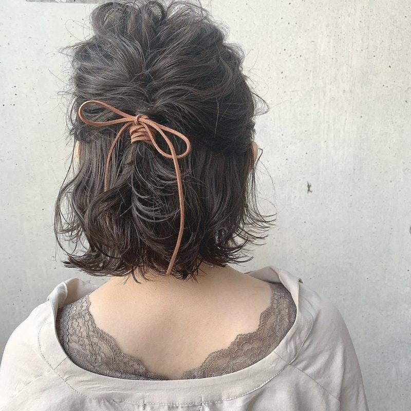 【2021年】夏の涼しげヘアアレンジ 髪の長さやシーン別に見る、崩れないスタイル特集のサムネイル画像