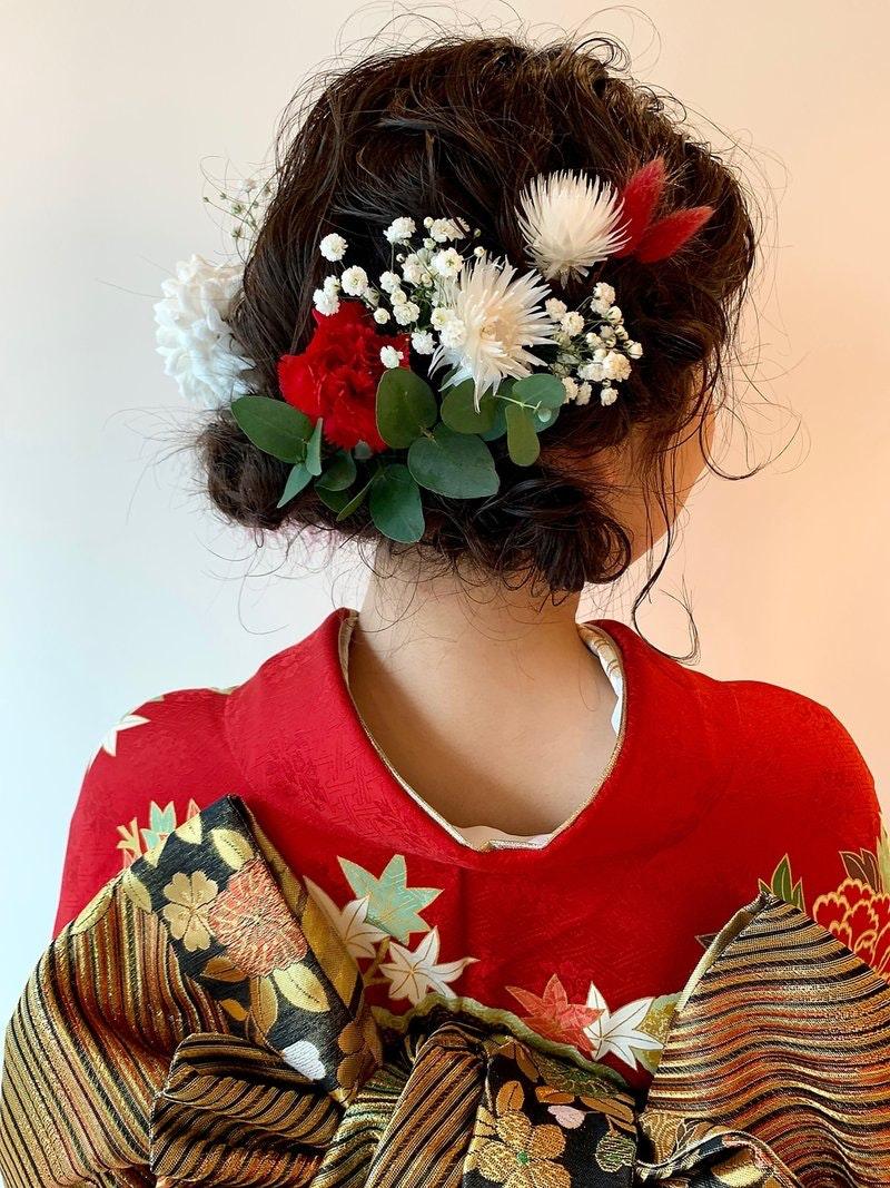 ミディアムさんの成人式ヘアどうする?特別な一日を彩るヘアアレンジ特集のサムネイル画像
