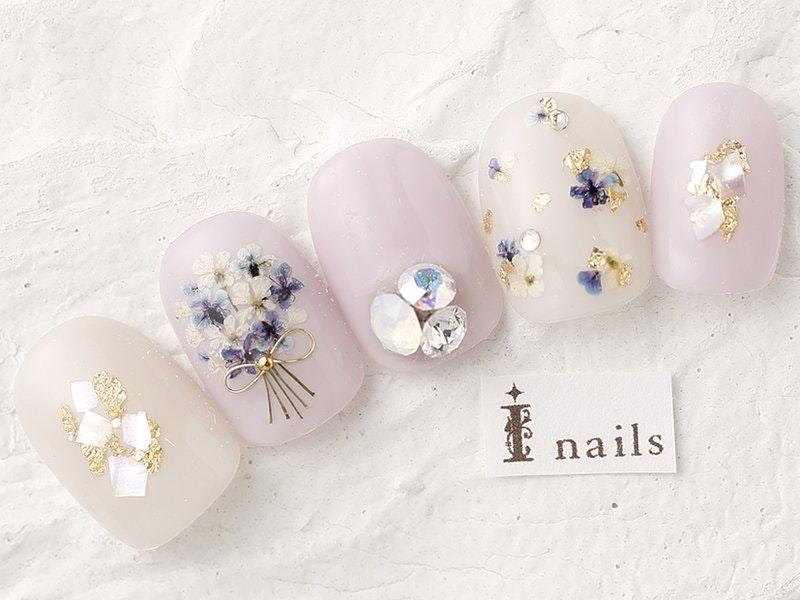 押し花ネイルで指先に春を彩ろう!季節感たっぷりのトレンドデザイン特集のサムネイル画像