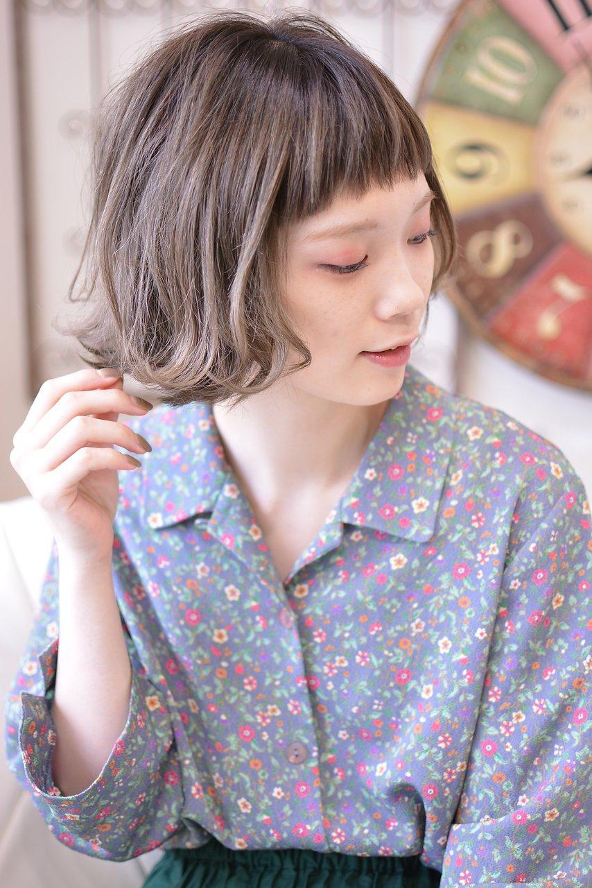 ギザショートバングが可愛いキュートな外ハネボブ【メイズ鍛原】
