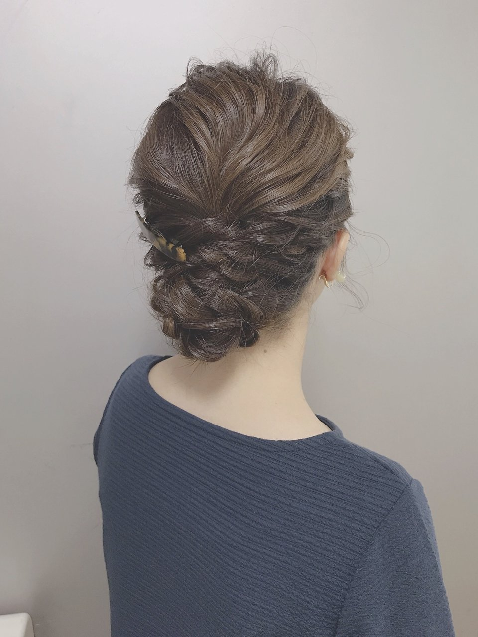 * arrange hair *