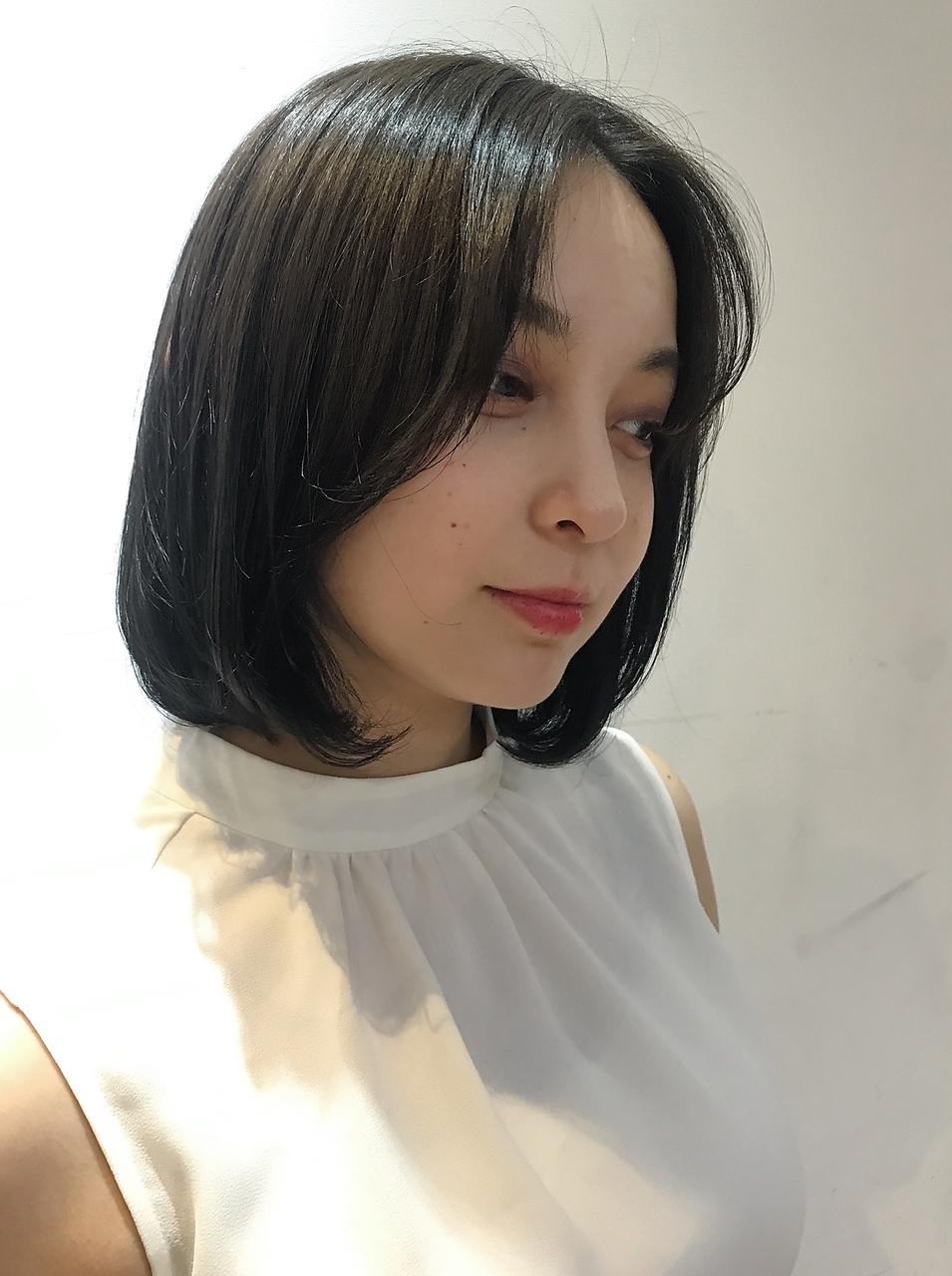 センターパートボブ×ミントアッシュ○暗髪でも透明感○