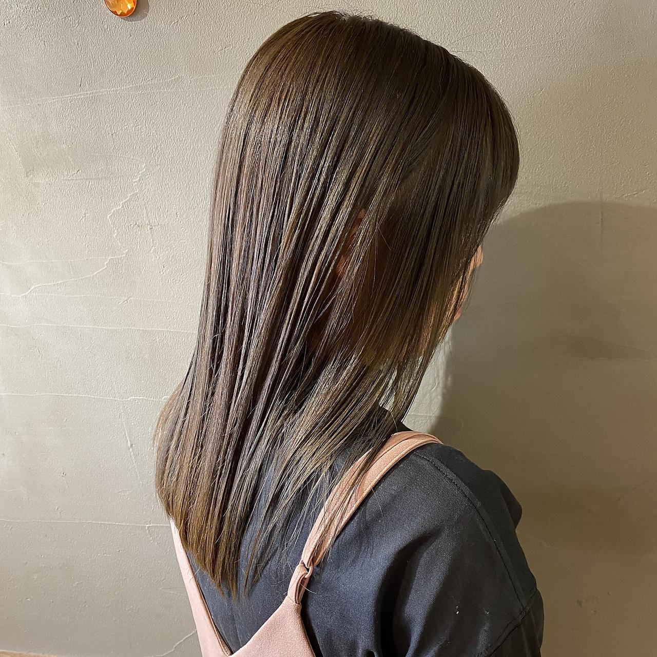 ぱつっとストレートヘア